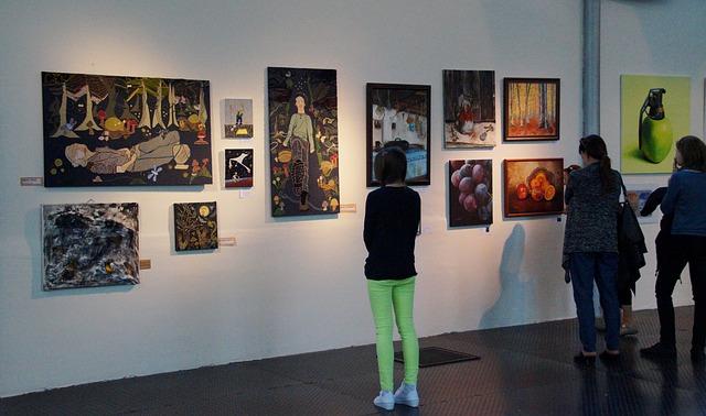 návštěvníci v galerii