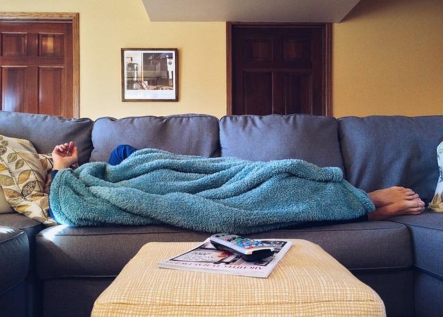 odpočinek pod dekou