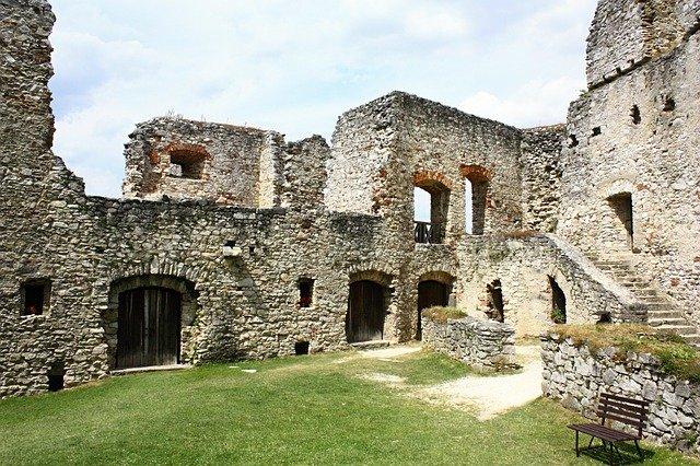 nádvoří hradu rábí