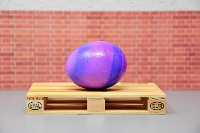 velikonoční vajíčko na paletě