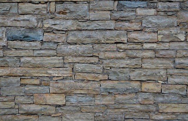 Na co si dát pozor při pokládce obkladu z umělého kamene