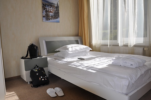 postel bílá