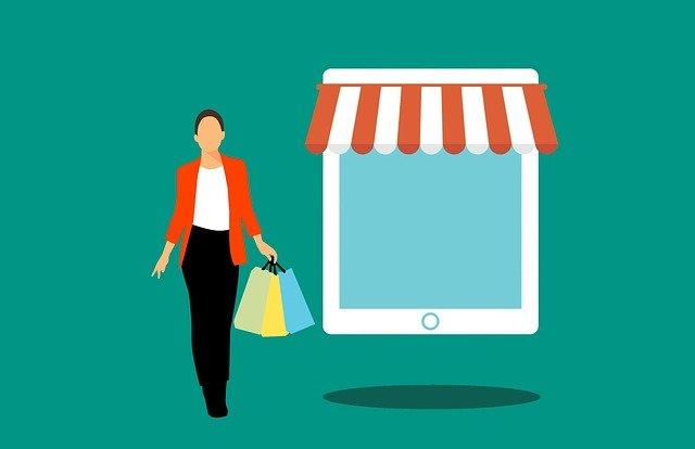 paní s nákupem po internetu