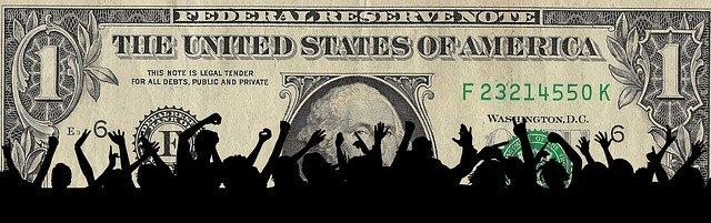 dolar a jásající dav