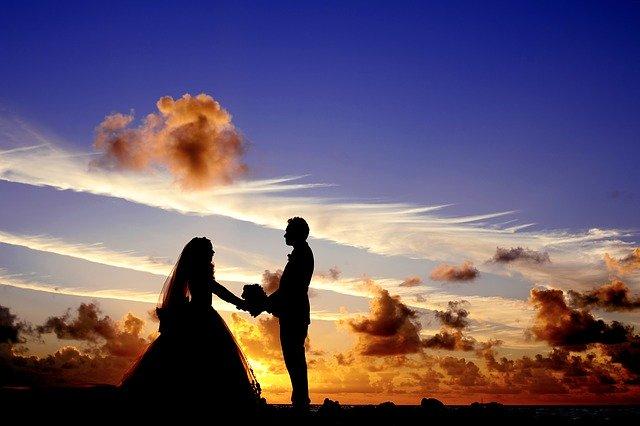novomanželé, západ slunce