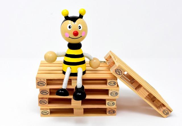 Dřevěná včela