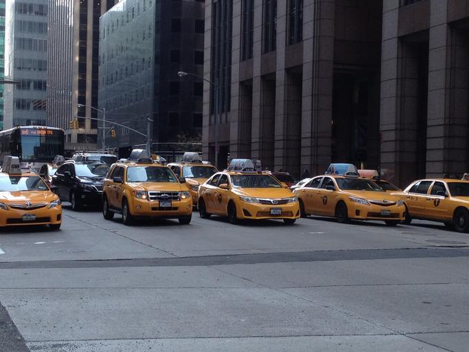 taxíky v ulicích